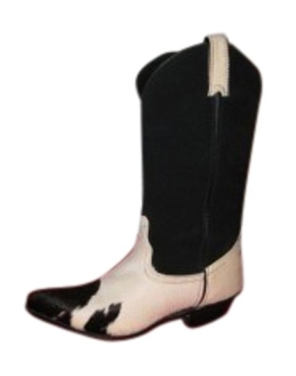 Preload https://item4.tradesy.com/images/code-west-black-and-white-cow-hide-cowboy-with-s-bootsbooties-size-us-7-regular-m-b-23498-0-1.jpg?width=440&height=440