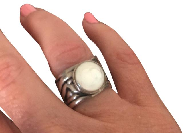 Item - Sterling Silver W/Pearlescent Stone Ring
