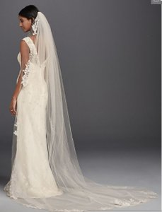 David's Bridal White Long - Never Worn One Tier Sequin and Lace Cathedral Bridal Veil