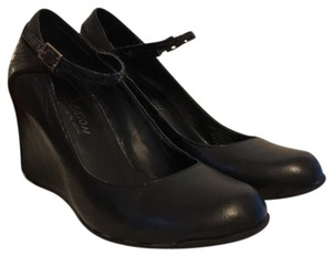 Kenneth Cole Reaction Covered Round Toe Mary Jane Black Wedges