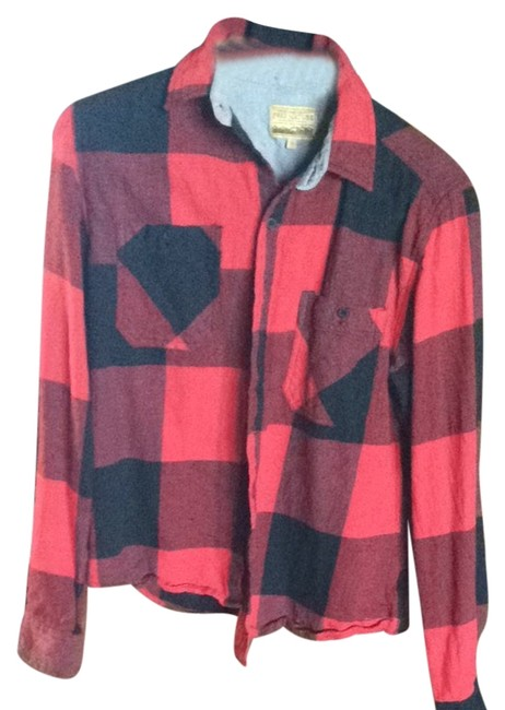 Preload https://item3.tradesy.com/images/red-plaid-button-down-top-size-6-s-2350747-0-0.jpg?width=400&height=650