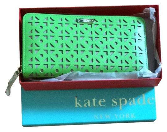 Preload https://img-static.tradesy.com/item/2350921/kate-spade-with-tags-wallet-0-0-540-540.jpg