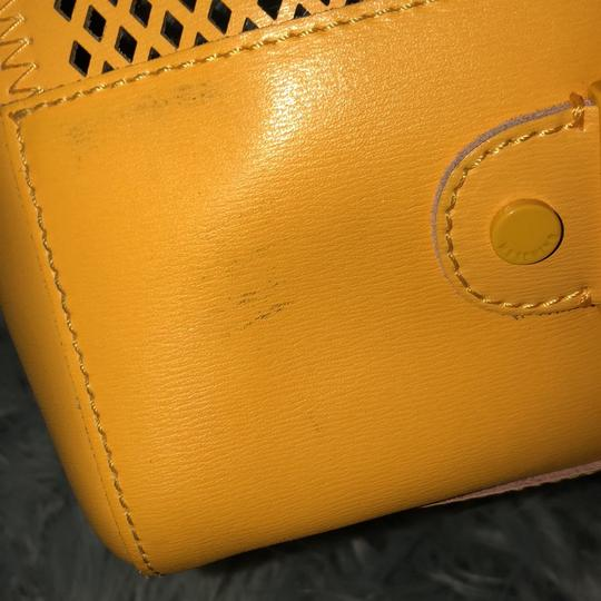 Moschino Satchel in yellow Image 4