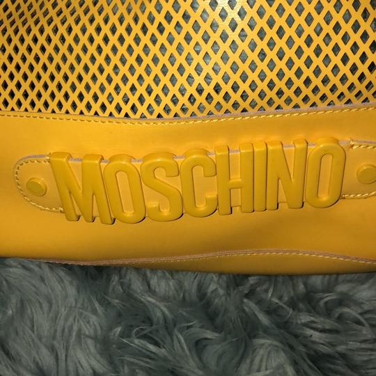Moschino Satchel in yellow Image 5
