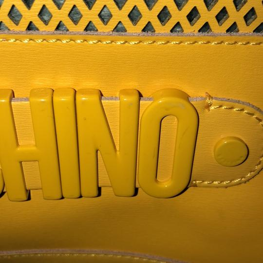 Moschino Satchel in yellow Image 6