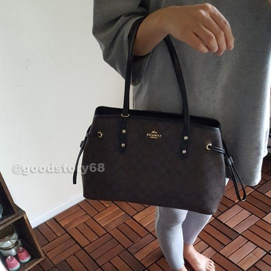 Coach Tote in Brown/Black Image 8