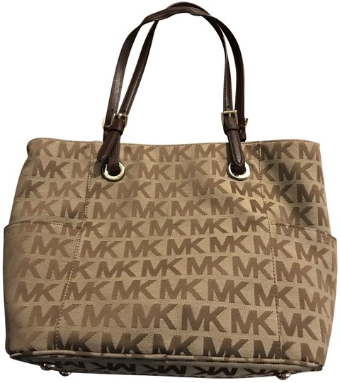 Preload https://img-static.tradesy.com/item/23512900/michael-kors-embroidered-monogram-purse-beige-and-brown-shoulder-bag-0-1-540-540.jpg