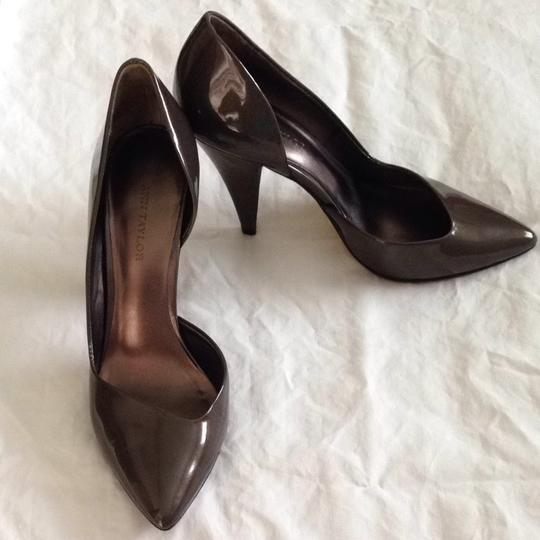 Ann Taylor Grey Pointed Toe Sable Pumps