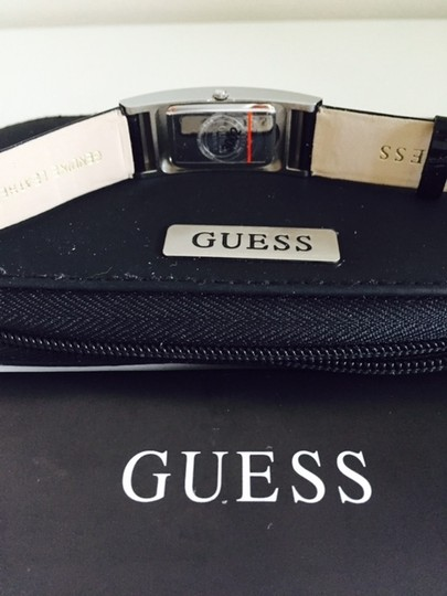 Guess 3022