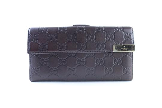 Preload https://img-static.tradesy.com/item/23516718/gucci-flap-wallet-26gr0613-brown-guccissima-leather-clutch-0-0-540-540.jpg