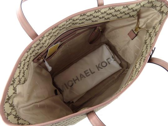 Michael Kors Canvas Emry Handbag Tote in Natural/Luggage/Gold Image 4