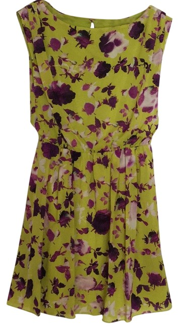 Preload https://img-static.tradesy.com/item/23517333/alice-olivia-chartreuse-with-purple-flowers-short-casual-dress-size-8-m-0-1-650-650.jpg