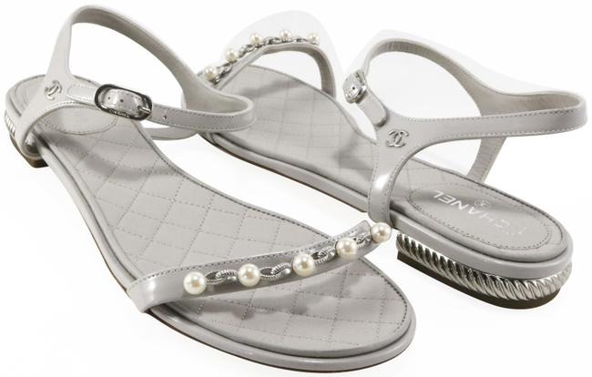 Item - Gray Patent Pearl Silver Chain 10mm A127 Sandals Size EU 39.5 (Approx. US 9.5) Wide (C, D)
