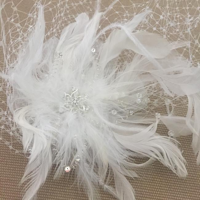 Item - White Birdcage New with Feathers & Rhinestones Includes Blusher Bridal Veil
