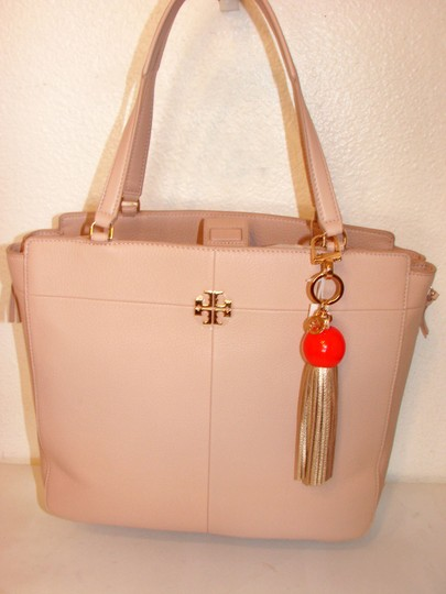Tory Burch NWT TORY BURCH RESIN & LEATHER TASSEL KEY FOB CORAL/GOLD Image 1