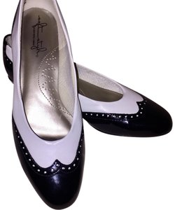 Hush Puppies white & black Pumps