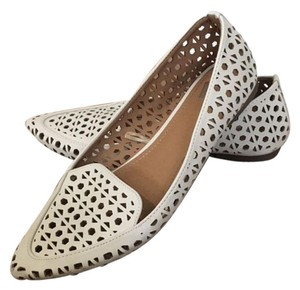 REPORT Pointed Toe Pointy Toe Eggshell Flats