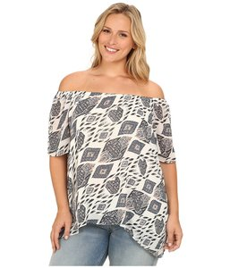 Vince Camuto Top Antique White, Black