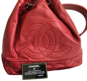 f2533a4cae17f Chanel Bucket Bags - Up to 70% off at Tradesy