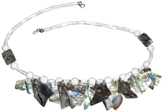 Preload https://img-static.tradesy.com/item/23540304/of-pearl-and-abalone-23-necklace-0-3-540-540.jpg