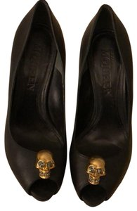 Alexander McQueen black and gold Pumps