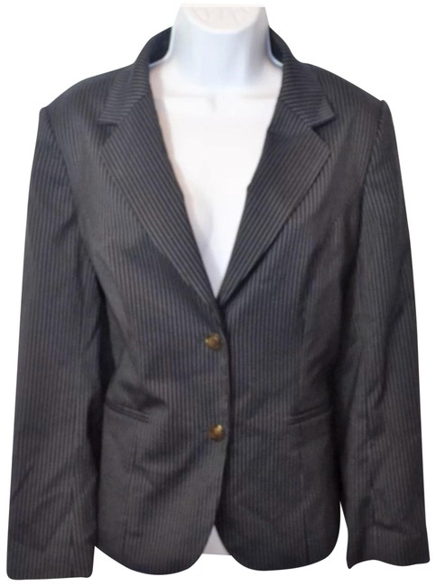 Preload https://img-static.tradesy.com/item/23543564/talbots-navy-blue-pin-strip-blazer-size-petite-12-l-0-1-650-650.jpg