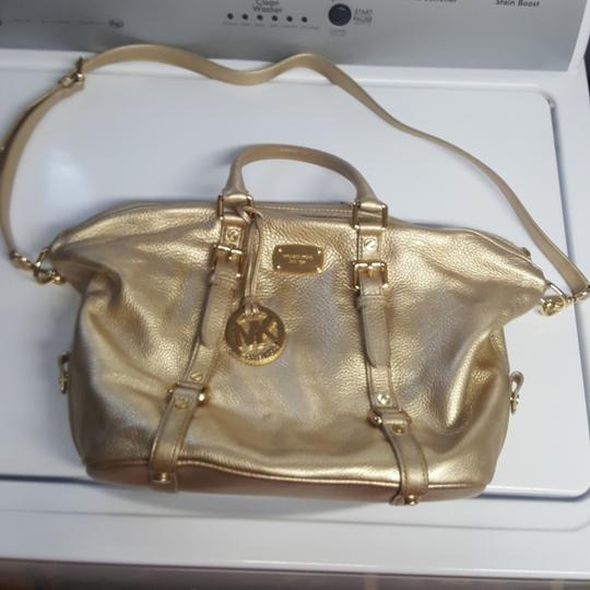 Preload https://item3.tradesy.com/images/michael-kors-gold-metallic-handbag-goes-with-everything-and-from-day-to-evening-effortlessly-use-it--23544947-0-0.jpg?width=440&height=440