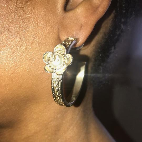 Chanel Chanel Gold Pearl Hoop Flower Earring