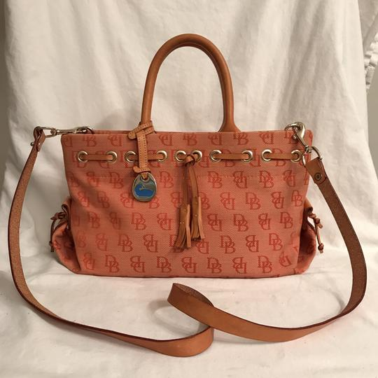 Preload https://img-static.tradesy.com/item/23545369/dooney-and-bourke-signature-logo-leather-orange-beige-canvas-satchel-0-0-540-540.jpg