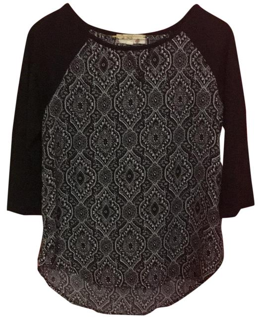 Preload https://img-static.tradesy.com/item/23545521/black-and-white-print-blouse-size-2-xs-0-1-650-650.jpg