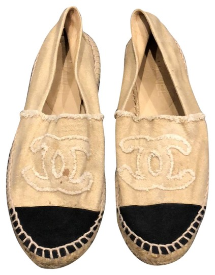 Preload https://img-static.tradesy.com/item/23545586/chanel-beige-and-black-canvas-espadrilles-sandals-size-us-8-regular-m-b-0-1-540-540.jpg