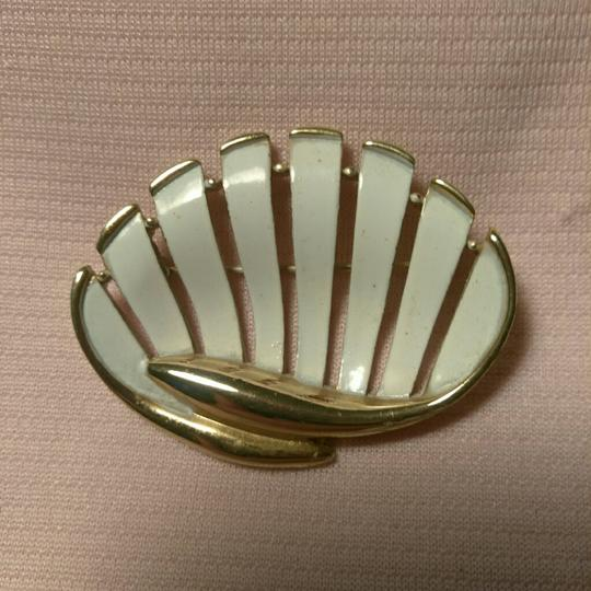 Unsigned White Enamel Gold Tone Sea Shell Brooch
