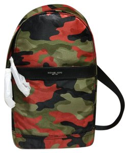 michael kors camo bags shoes accessories and clothing up to 90 rh tradesy com