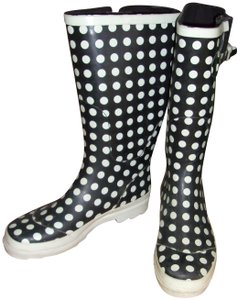 Groove Black & White Boots