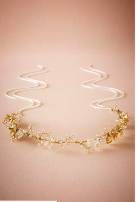 Item - White and Gold Ethereal Floral Halo Hair Accessory