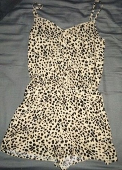 Preload https://item2.tradesy.com/images/divided-by-h-and-m-cheetah-print-romperjumpsuit-above-knee-romperjumpsuit-size-4-s-23551-0-0.jpg?width=400&height=650
