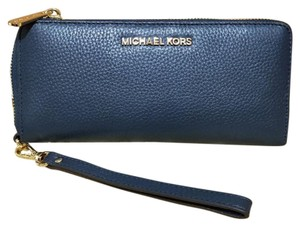 160e7fe912a6e1 Michael Kors Michael Kors Jet Set Travel Leather Continental Wristlet Wallet  NWT