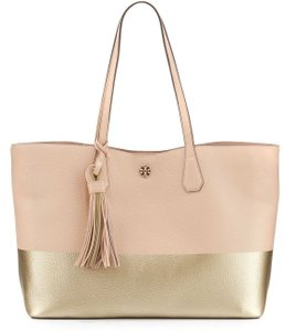 Tory Burch Beach Tote in Metallic gold light pink oak