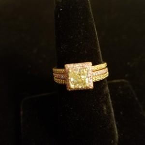 Boutique Europa 3 Rings Set Of Natural Fancy Yellow and Pink Diamonds. Size 52. Women's Wedding Band