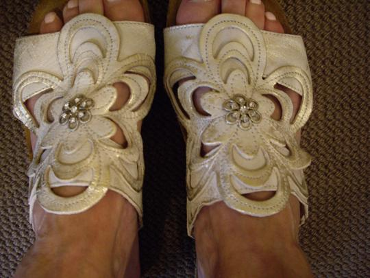 Naot Leather Silver Floral Champagne Sandals Image 1