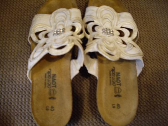 Naot Leather Silver Floral Champagne Sandals Image 2