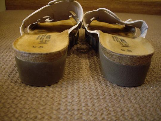 Naot Leather Silver Floral Champagne Sandals Image 4