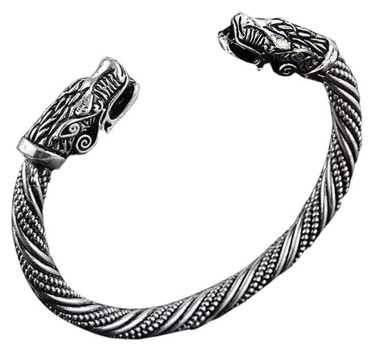 Preload https://img-static.tradesy.com/item/23560491/silver-wolf-head-indian-bracelet-0-1-540-540.jpg