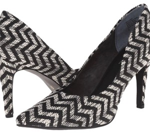 Seychelles black and white Pumps