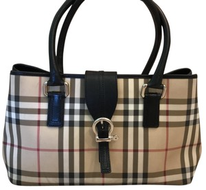4276b47f5e Burberry Bags and Purses on Sale - Up to 70% off at Tradesy