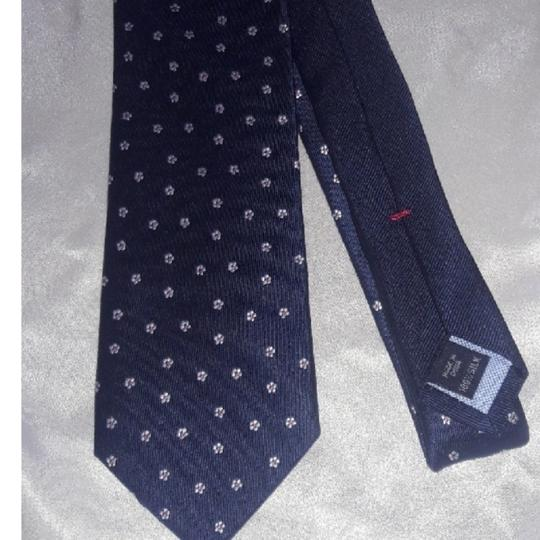 Tommy Hilfiger Silk Jacquard Navy with Tiny White Flowers Tie/Bowtie Image 1