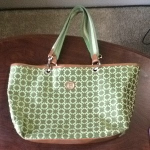 Tommy Hilfiger Pattern Beach Tote in Green And Cream
