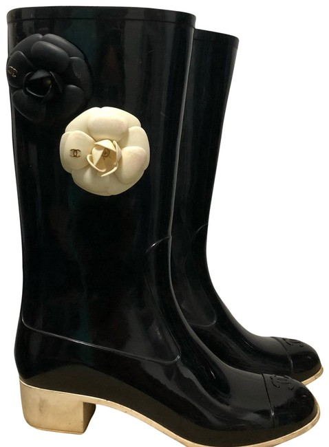 Item - Black and White Camellia Rain Boots/Booties Size US 6 Regular (M, B)
