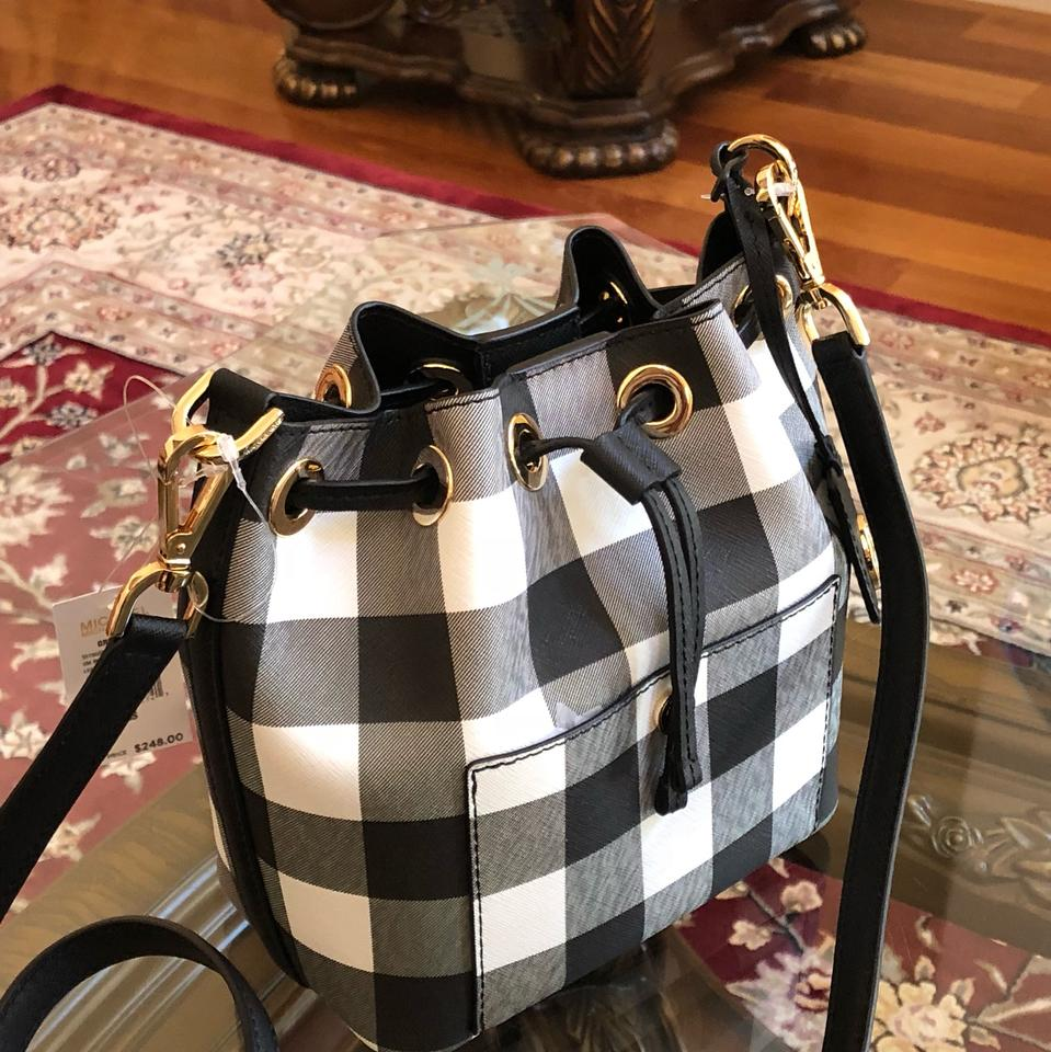 3936dfc24313f5 Michael Kors Greenwich Bucket Small Black White Plaid Blk/Wht Leather Cross  Body Bag - Tradesy