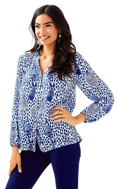 Preload https://img-static.tradesy.com/item/23578893/lilly-pulitzer-high-tide-navy-button-front-elsa-m-blouse-size-8-m-0-0-650-650.jpg